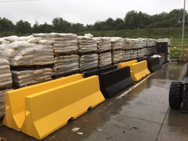 Black and Yellow Interlocking Jersey Barriers