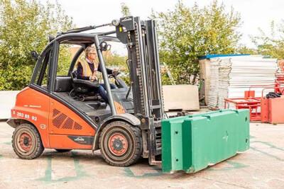 Forklift blocks image